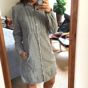 GAP Dresses - GAP STRIPED DRESS WITH POCKETS